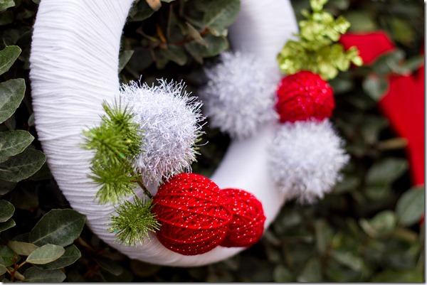 DIY Christmas Decorations, Yarn Wreath, Yarn Ball Decorations, Christmas Wreath, Dallas Event Planner