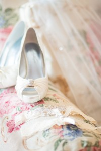 wedding veil, wedding shoes, wedding, floral, white heels