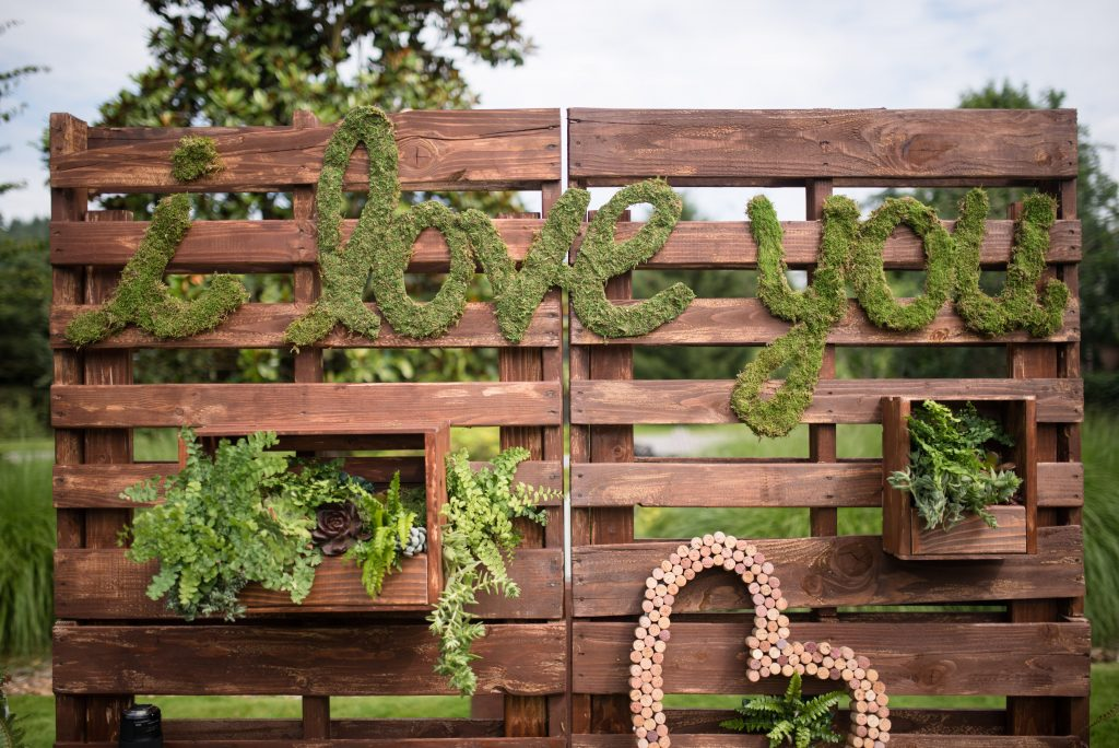 Moss Photo backdrop by Seattle Wedding Planner