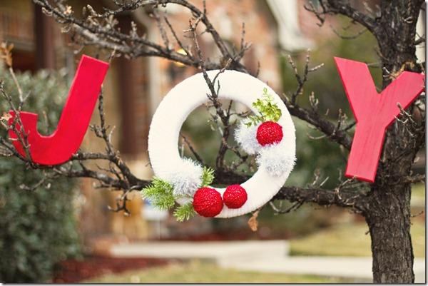 DIY Christmas Decorations, Christmas Wreath, Yarn Wreath, Dallas Event Planner