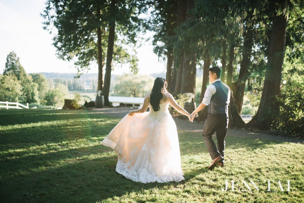 Beautiful outdoor wedding in Seattle